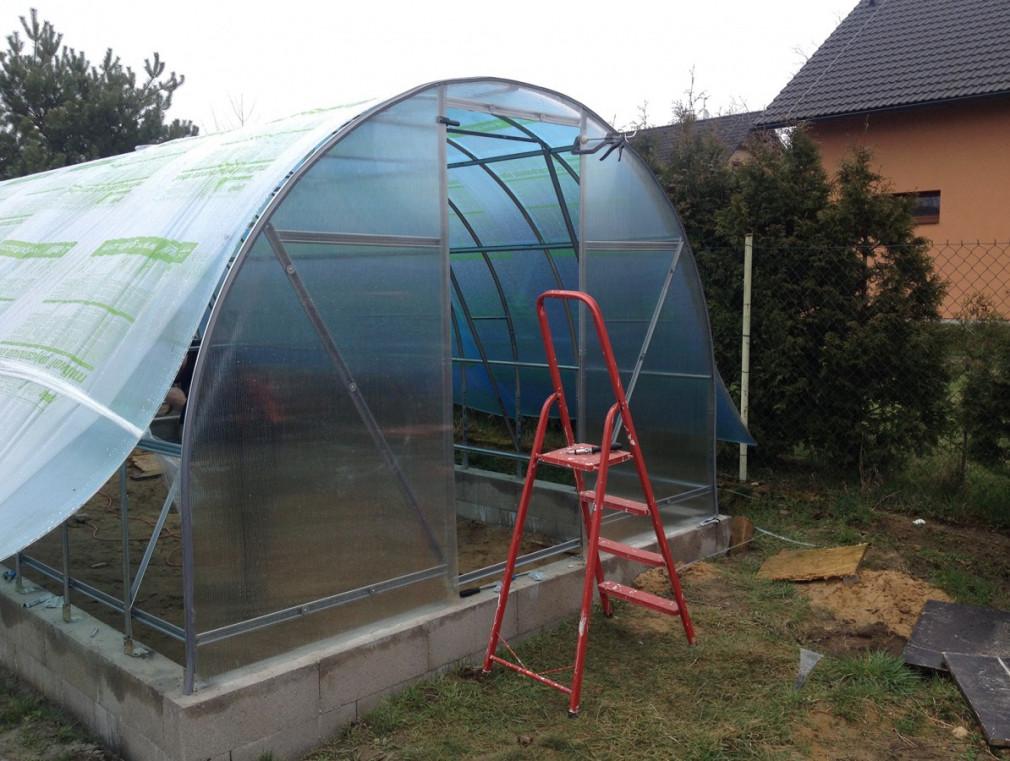 Montáž skleníku z polykarbonátu