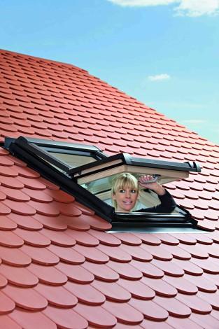 Střešní okno Roto Designo WDF R45 H N 5/7 54 x 78 cm dřevěné